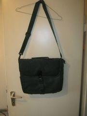dunkelgrüne Sympatex-Tasche