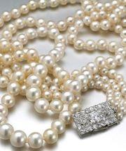 Perlen einfädeln - Schmuck auf Faden