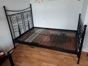 Bett mit Lattenrost in schwarz