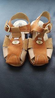Neue ungetragene Leder Sandalen beige