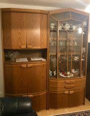 Wohnzimmerschrank mit Glasvitrine
