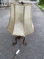 Tischlampe Antik mit Lederlampenschirm