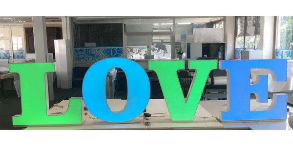 3D-Buchstaben - Das Wort LOVE mit