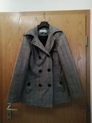 karrierter dünner Mantel
