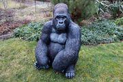 Affe Gorillakind sitzend Dekofigur für