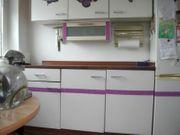 Küchenschränke und Spüle