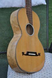 Alte Gitarre vom Anfang des