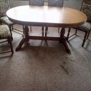 Esszimmertisch und 8 Stühle