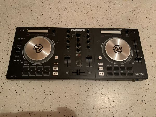 Numark Mixtrack Pro 3 - All-In-One