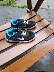 Blaue Nike Kinderschuhe Größe 29