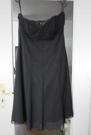Elegantes schlichtes Kleid von zero