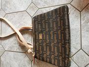 Schöne elegante braune Tasche