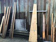 Bauholzreste als Brennholz zu verschenken