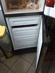 Küche und Kühlschrank