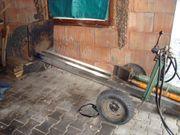 Holzspalter mit elektrischem Hydraulikagregat zu