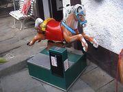 Wunderschönes Kinder-Western-Pony Kinderschaukelgerät Kiddie-Ride