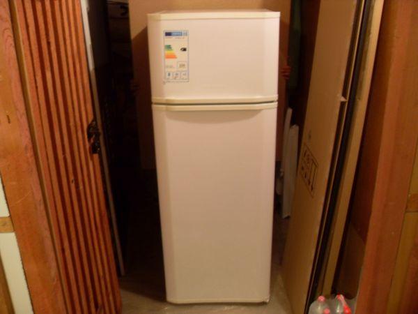 Techwood KS 9260 A+ GN Kühlschrank Kühlteil187L Gefrierteil 40 L Miele Türkische Version - Warburg - Diese Kombi (Doppeltür-Kühlschrank mit Gefrierfach) wurde 6 Monate genutzt und war dann zu klein dann wurde ein größererer Kühlschrank gekauft seitdem nicht in benutzung. Der ist sehr Pfleglich behandelt wurden sie Fotos. Es ist alle dabei  - Warburg