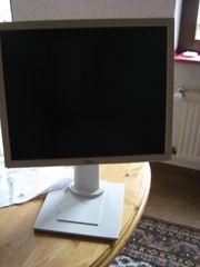 Computer Flachbildschirm und Tastatur