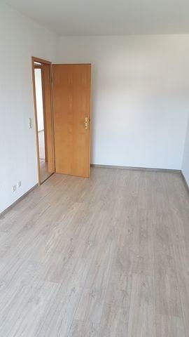 Schöne helle, verkehrsgünstige 5 Zimmer-Wohnung in Werdau