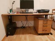 Schreibtisch mit rollbarem Unterschrank