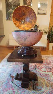 Plattenspieler in Vintage-Globus