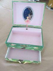 Dekorative Kinderschmuckdose mit Spieluhr
