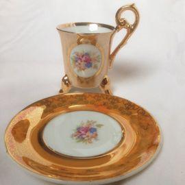 Zwei Mokkatässchen und Tellerchen mit: Kleinanzeigen aus München - Rubrik Sonstige Sammlungen