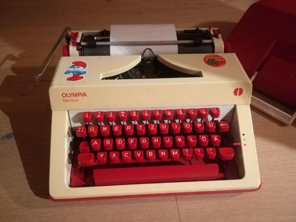 Kofferschreibmaschine von Olympia Modell Monica