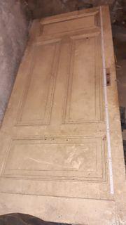 Alte Holztüren teilw mit Kastenschloss