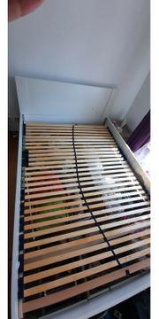 Schlafzimmerbett im guten Zustand 140cm