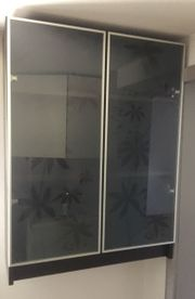Hängeschrank mit Glasfront