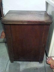 Alte Gritzner Nähmaschine im Holzschränkchen