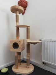 Katzenbaum aus Holz