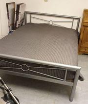 Tolles Bett gegen Ültje Nüsschen