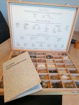 Sonstige Sammlungen - Gesteinskunde mit passenden Gesteinsmustern und