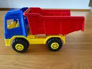 Grosser Spielzeug Lastwagen