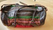 Stylische Ledertasche aus Bolivien