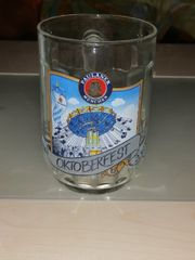 Ein echtes Oktoberfest glass