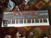 Synthesizer Roland Juno 106 mit