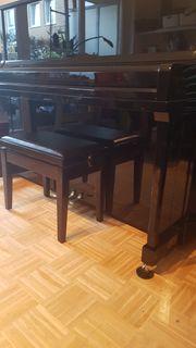 Klavier der Marke Ritmüller EU122