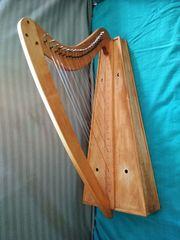 kleine Harfe mit 22 Saiten