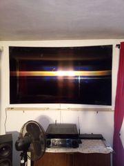 Samsung TV QE82Q6FN mit defektem
