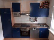 Einbau-Küche in Royalblau matt Buche