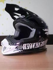 Grenzgänger Helm mit Brille von