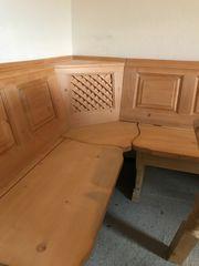 Rustikale Eckbank mit Tisch und