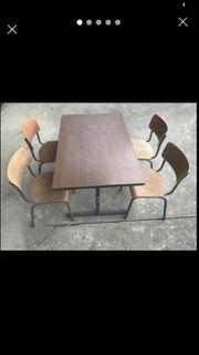 Tisch mit 4 Stühlen BW