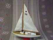 Spielzeug Segelboot schwimmfähig mit eingebautem