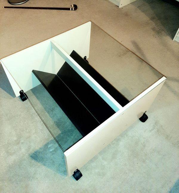 Ikea Couchtisch mit Glasplatte