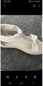Kindet Sandaletten