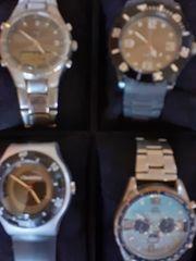 Uhrenkoffer mit 8 Quarzuhren für